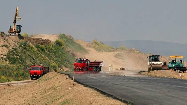 Stavba silnice Jihlava - Příseka pokračuje podle plánu.