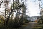Stromy na hradě Roštejn padly k zemi