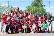 Opět s pohárem. Hokejbalisté Jihlavy B se už potřetí v řadě mohli zvěčnit s vítězným pohárem.