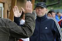 Luděk Kovačík po ukončení aktivní kariéry, která byla hodně pestrá, u fotbalu zůstal. Čerstvě padesátiletý bývalý skvělý útočník dnes trénuje Starou Říši, do které ho přivedl Miroslav Nedvěd.