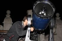 Složitý dalekohled, který zvládal extrémní zvětšení, se používal také ke sledování Marsu. I ten byl ale schovaný za mraky.