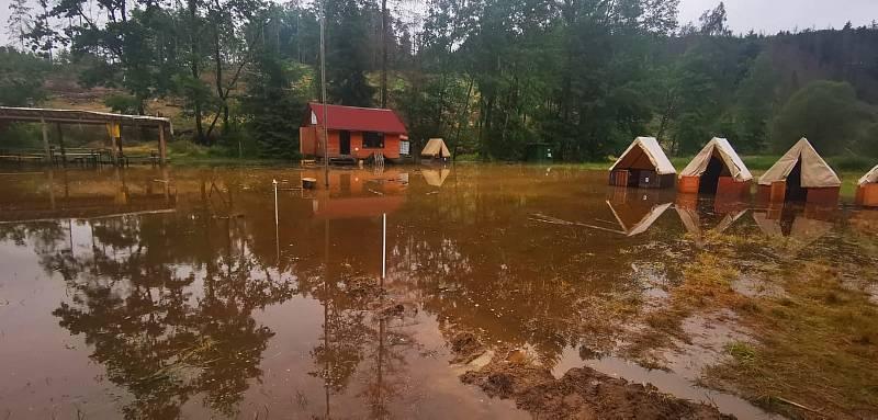 Tábor v Křelovicích na Pelhřimovsku po bouřce - červenec 2021