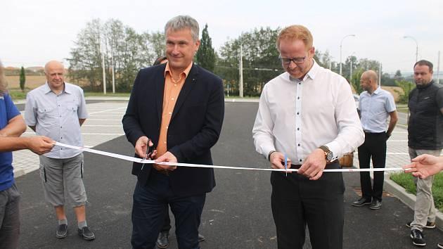 Nové parkoviště bylo hotové dříve a levněji, že se předpokládalo.