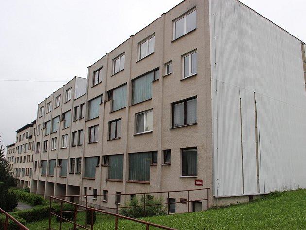 Dům ve Vančurově ulici v Jihlavě, kde Luboš Vondrák pronajímal byt, v němž přes kameru sledoval lidi při intimních chvílích.