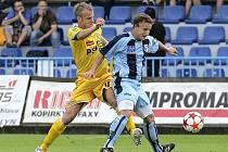 Jihlavští fotbalisté (ve žlutém dresu Lukáš Vaculík) propadli i ve druhém domácím zápase. S Bohemians inkasovali třikrát, v duelu s exligovým Ústím nad Labem dokonce pětkrát.