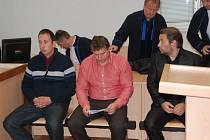 Na lavici obžalovaných u Okresního soudu v Jihlavě usedli (zleva): Daniel Bor, Jan Nováček a Miloš Vít.