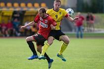 Fotbalisté Sapeli Polná (v červeném) zvládli domácí duel s Náměští skvěle.
