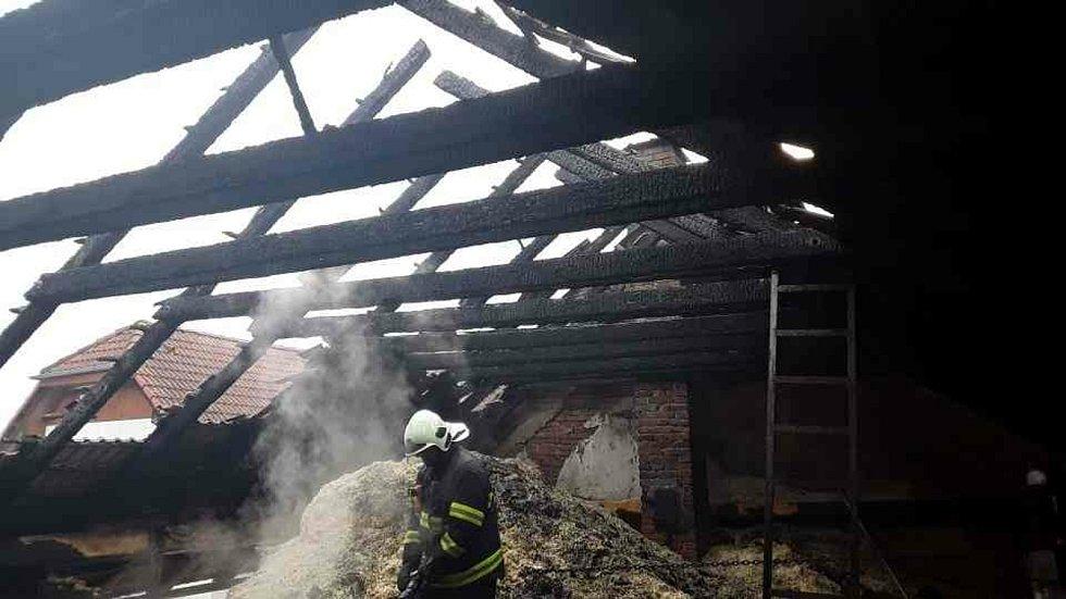 Fotografie z požáru v Přeckově, 24. 2. 2019.