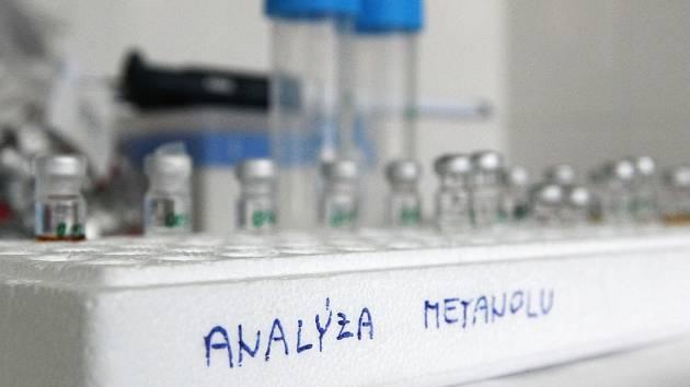 Brněnské pracoviště potvrdilo, že muž vypil lihovinu s jedovatým metanolem. Ilustrační foto.