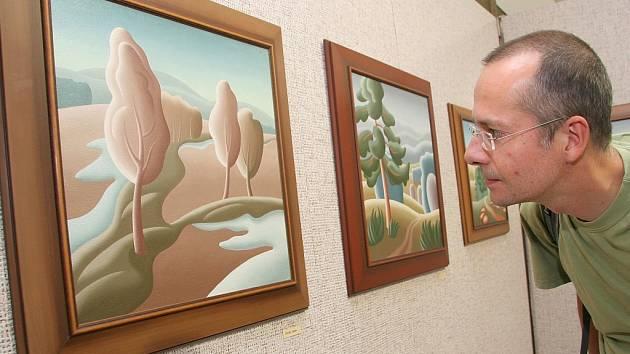 Muzeum Dr. Aloise Hrdličky na Horním náměstí vystavuje obrazy a fotografie Jiřího Křiklavy.