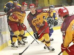 Jihlavští hokejisté v posledních zápasech trošku sundali nohu z plynového pedálu, přesto budou na led prostějovských Jestřábů nastupovat v roli favorita utkání.