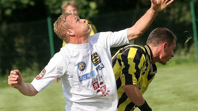 Vítězství se nedočkal. FC Vysočina (v bílém Alemio) v přípravě překvapivě podlehl třetiligovému Varnsdorfu.