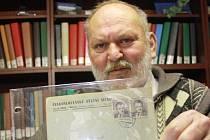 Pravoslav Schleis ukazuje dobový dopis z 9. června 1953.