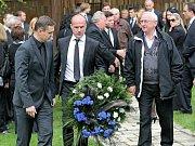 Na obřad dorazil i hokejista Martin Straka (usprostřed)