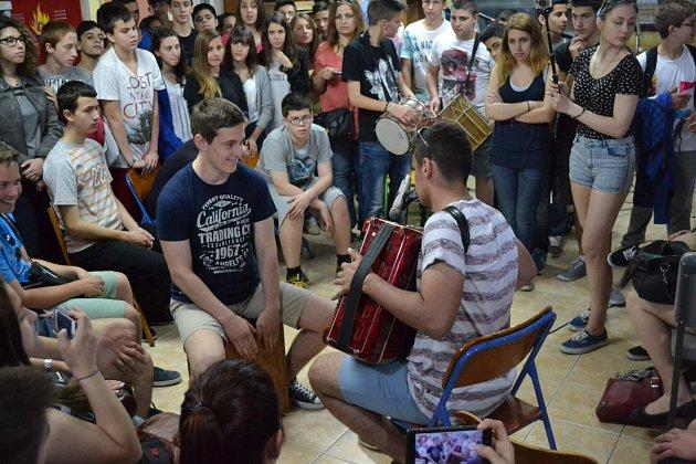 Studenti filmového kroužku v Řecku.