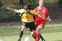 Fotbalisté Havlíčkova Brodu (ve žlutém Michal Mareš) se v přípravě na jarní část divize D zatím trápí. Z posledních tří zápasů dva prohráli. Navíc s týmy z nižších soutěží.