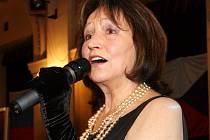 Zakládající členka Charty 77 a slavná zpěvačka, se aktivně zapojila do boje proti komunistickému režimu. Její píseň Modlitba pro Martu se stala jedním ze symbolů státního převratu.