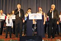Vánoční turné. Kapela Vysočanka vyjela na předvánoční koncertní turné. Během prosince objela několik míst na Vysočině a v neděli zakončila zpívání v brtnickém kině. Zpíval i sedmiletý syn kapelníka, který sklidil velké ovace.