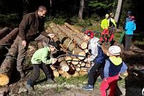 Zajímavý program pro celé rodiny s lesní tematikou se konal v sobotu na hájence u Velkého pařezitého rybníka pod Javořicí.