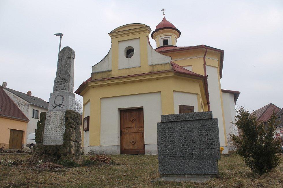 Památníky obětem první a druhé světové války v Kamenici.