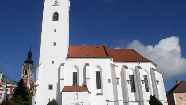 Kostel v novém. Kostel sv. Michaela v Pacově prochází rozsáhlou rekonstrukcí.
