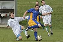 Hodně bolavé vzpomínky mají dodnes fotbalisté Přibyslavic (v bílo-zeleném) na soutěžní ročník 2006/2007.