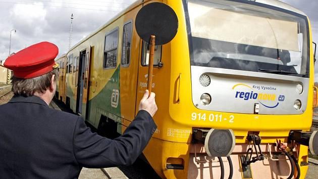 Po trati do Slavonic mohou vlaky jezdit maximálně padesátikilometrovou rychlostí.