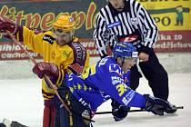 Jihlavští hokejisté (vlevo Oldřich Bakus) změří síly s Ústím nad Labem. Na Severočechy naposledy narazili ještě před jejich postupem do extraligy, v play off ročníku 2006/07.