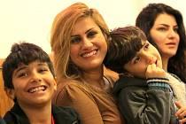 Nový začátek. Okrouhlík u Jihlavy se stal dočasným domovem třiceti iráckých křesťanských uprchlíků. Ti se tam snaží začít nový život daleko od jejich válkou zmítaných bývalých domovů.