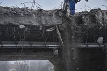 Demolice silničního mostu, ilustrační foto.