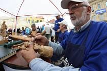 Jednou z akcí, které se letos uskuteční v rámci Ztřeštěného léta, je i tradiční Dřevořezání na náměstí.