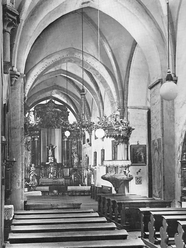Interiér kostela Matky Boží.