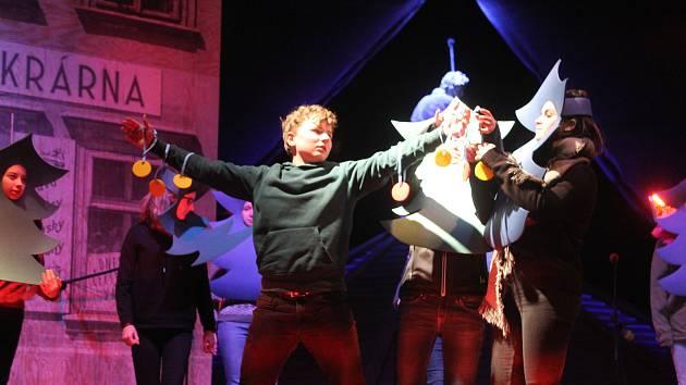 V Jihlavě bylo zpívání koled obohaceno o vystoupení dětí z jihlavské ZUŠ.