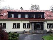 Takto vypadá donedávna opuštěná vila v Lesnově.