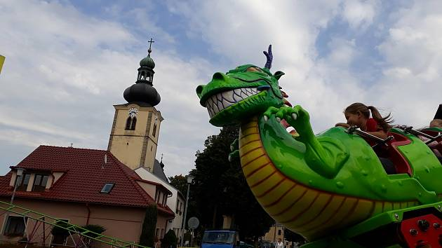 Pouť ve Stonařově jede prodlouženou. Návštěvníci mohou na atrakce ještě během úterního dne. Přímo na svátek svatého Václava.