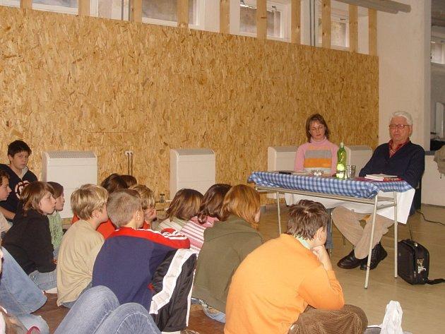 Při vyprávění o vyslýchání a podmínkách v pracovních táborech děti nevěděly co říct.
