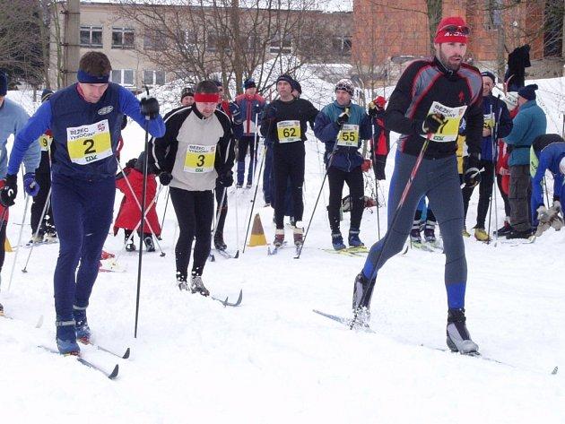 Lyžařský pohár Běžec Vysočiny 2008 se musí poprvé prát s nástrahami počasí. Třetí závod ve Zborné, Bílou stopou, se zítra kvůli nedostatku sněhu nepojede.