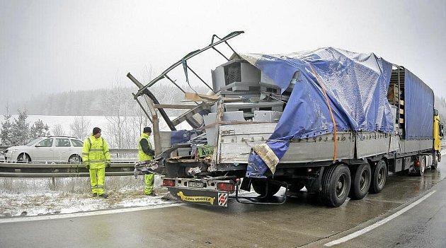 Dálnici D1 zablokovala dnes ráno na několik hodin hromadná nehoda.