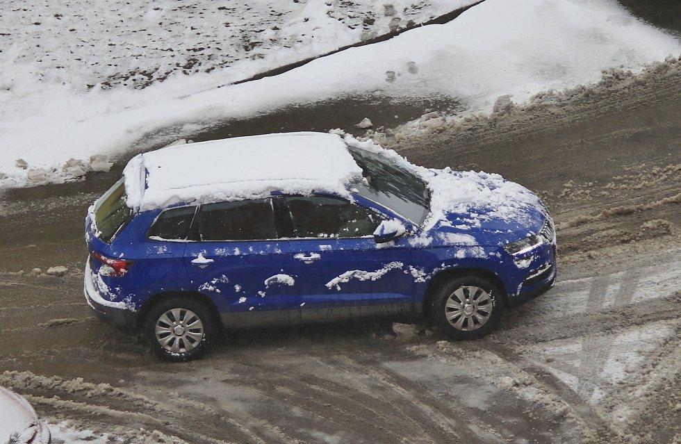 Sněhová nadílka v pátek přišla i do Pelhřimova.
