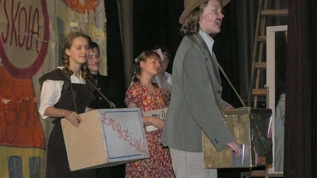 V rámci projektu Zmizelí sousedé byla v minulosti v Chotěboři k vidění například unikátní výstava o Anně Frankové nebo dětská opera Brundibár, která vznikla za války v Terezíně.
