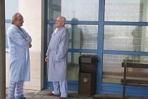 Pacienti z řad kuřáků by v jihlavské nemocnici uvítali kuřáckou místnost, jinak péče je prý bezvadná.