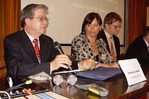 Program rokování sestavil převážně profesor Christian Seidl (vlevo),  uprostřed Kateřina Podzimková.