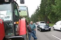 Protestní akce proti úpadku hospodaření zemědělců, omezující jízdu na dálnici D1 a exitech Velký Beranov a Pávov, vzala v pondělí mezi devátou a jedenáctou hodinou na Jihlavsku dobrou náladu desítkám řidičů.