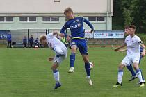 Fotbaloví dorostenci FC Vysočina (v modrém) na Ostravu doma nestačili.