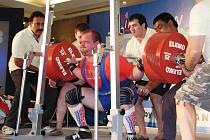 Tomáš Šárik odstartoval mistrovství světa v Novém Dillí skvělým výkonem v dřepu, 375 kg  je novým českým rekordem.