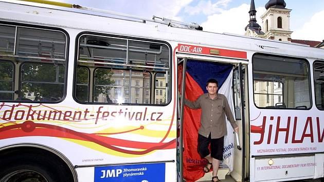 Trolejbus křižující Jihlavou bude propagovat XI. Mezinárodní festival dokumentárních filmů.