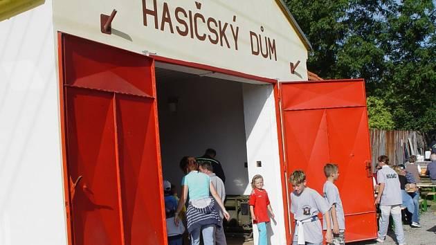 Hasiči z Čenkova otevřeli opravenou zbrojnici.