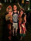 S tanečnicemi na indonéském ostrově Bali