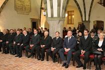 Takto oblečeni nakonec přišli jihlavští zastupitelé a radní do gotické síně radnice, když město navštívil prezident Václav Klaus.
