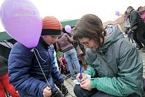 V Telči se přidali k pokusu o rekord ve vypouštění balónků